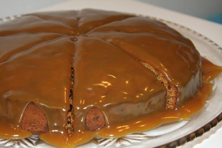 Döðlukaka með karamellukremi