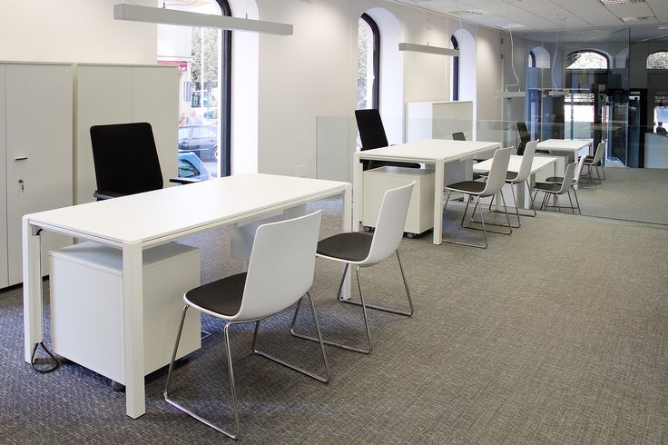 Enea's #Way table, #Lottushigh chairs and #Movado task chair at Mutua Avenir's offices in Pamplona (Spain).