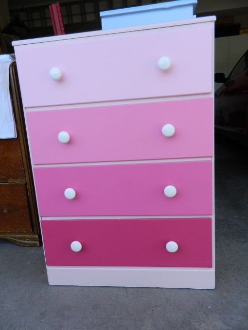 Pink Ombre dresser... love to do this! Check out my blog :-)Decor Ideas, Crafts Ideas, Painting Swatches, Diy Furniture, Kids Room, Dreams House, Diy Pink Ombre Dressers, Girls Room, Pink Ombre Furniture