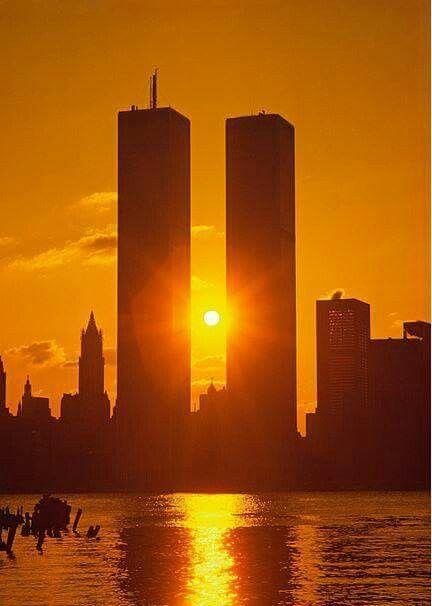 NEW YORK: Le torri gemelle che  non  ci sono più  (11 settembre 2015)