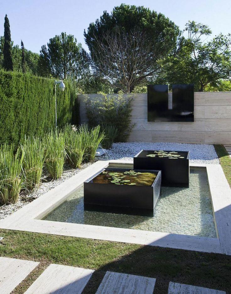 ideen zur gartengestaltung modern brunnen teich sichtschutz hecke steinmauer trittsteine. Black Bedroom Furniture Sets. Home Design Ideas