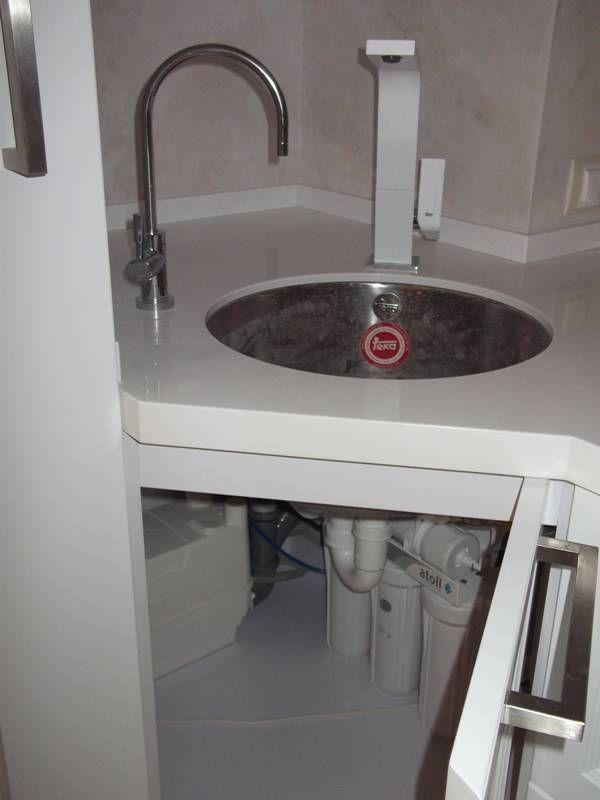 Срочно требуется сантехник на дом? Возникли внезапные проблемы с сантехническими приборами? Протекает кран, необходимо заменить сломанный смеситель, установить унитаз, подключить душевую кабину или просто поменять старые трубы в ванной комнате на новые? Так как сантехникой мы пользуемся каждый день, от постоянной эксплуатация она ломается и изнашивается, а это создает очень серьезные неудобства нам, а иногда и нашим соседям. Лучше не пытаться разобрать с поломкой самому – по незнанию вы…