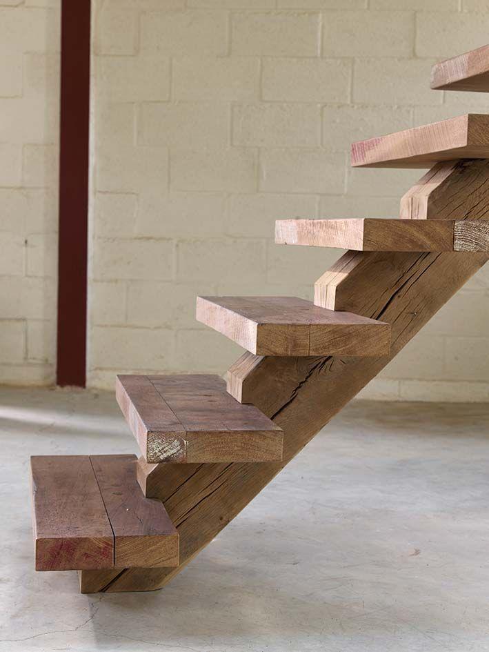 Wooden stairs-Houten trap : mooie eenvoudige trap.