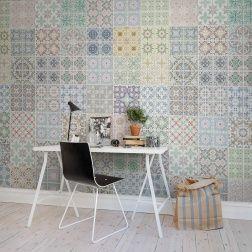 I sydvästra Marocko ligger Marrakech som tjänat som inspiration för detta klassiska marockanska mönster. Man kan skapa en oändlig variation med marockansk kakel och det passar perfekt på golv och vägg såväl som i taket. Denna tapet kan med fördel kombineras även med vanligt vitt kakel för att skapa helt egna versioner.