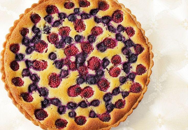 Frugttærte med to slags bær