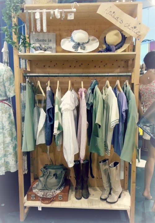 Anika's vintage fashion choice. Bij The Vintage Store in Heemstede.