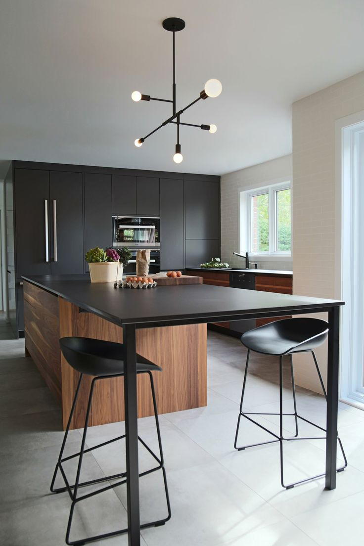 Cuisine-armoire-noyer-comptoir-dekton-acier-noir.jpg