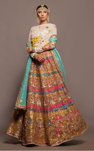 Gorgeous lengha and love the colors that contrast especially with the vibrant dupatta Nautanki Rani 2015 made by favorite, Fahad Hussayn