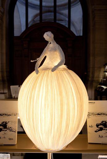 papier à êtres. this could serve as inspiration for a jack o' lantern.