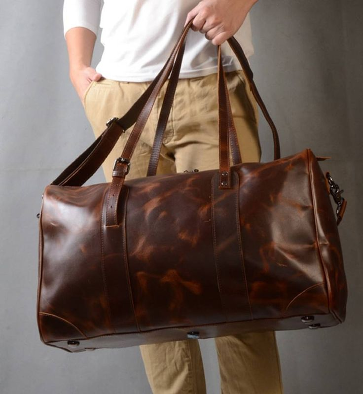 Are you interested in our Leather holdall bag for business travelling? With our Leather travel bag for business travelling you need look no further.