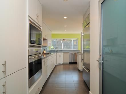 explore beautiful pictures of small kitchen layout ideas and decorating theme examples - Galeere Kche Beleuchtung Ideen Bilder