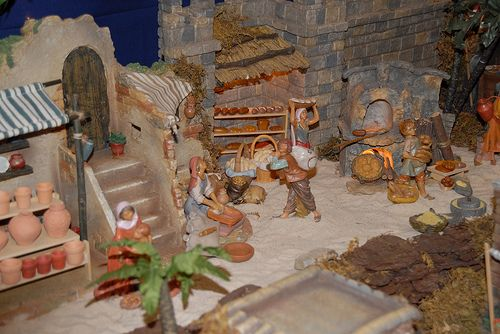 Fontanini nativity Christmas display idea. Scene- pottery shop and bakery shop shelf ideas.