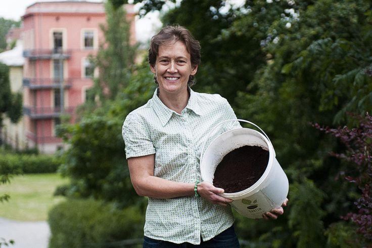 Det er sløsing med ressurser hvis kaffegruten går i søpla, mener Siri Mittet. Hun har startet firmaet Gruten AS, som utnytter kaffegrut fra Oslos kaffebarer til soppdyrking og såpeproduksjon.