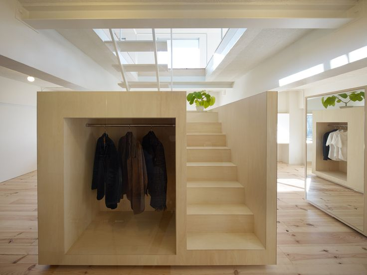 Casa em Megurohoncho / TORAFU ARCHITECTS (9): Houses, Coats Racks, Built In, Offices Spaces, Interiors Design, Under Stairs, Architecture, Closet, Torafu Architects