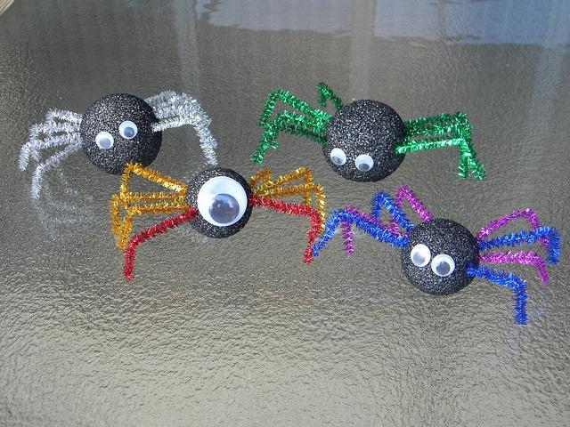 Easy DIY spider family from Lizard & Ladybug : )