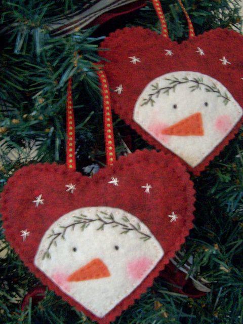 Peeking Snowman Ornament by LookHappyShop, via Flickr