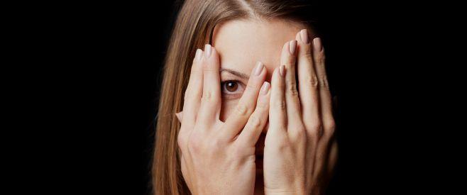 手汗が怖くて手がつなげないなら!手汗を抑える方法3選 | そっか~(人´∀`)
