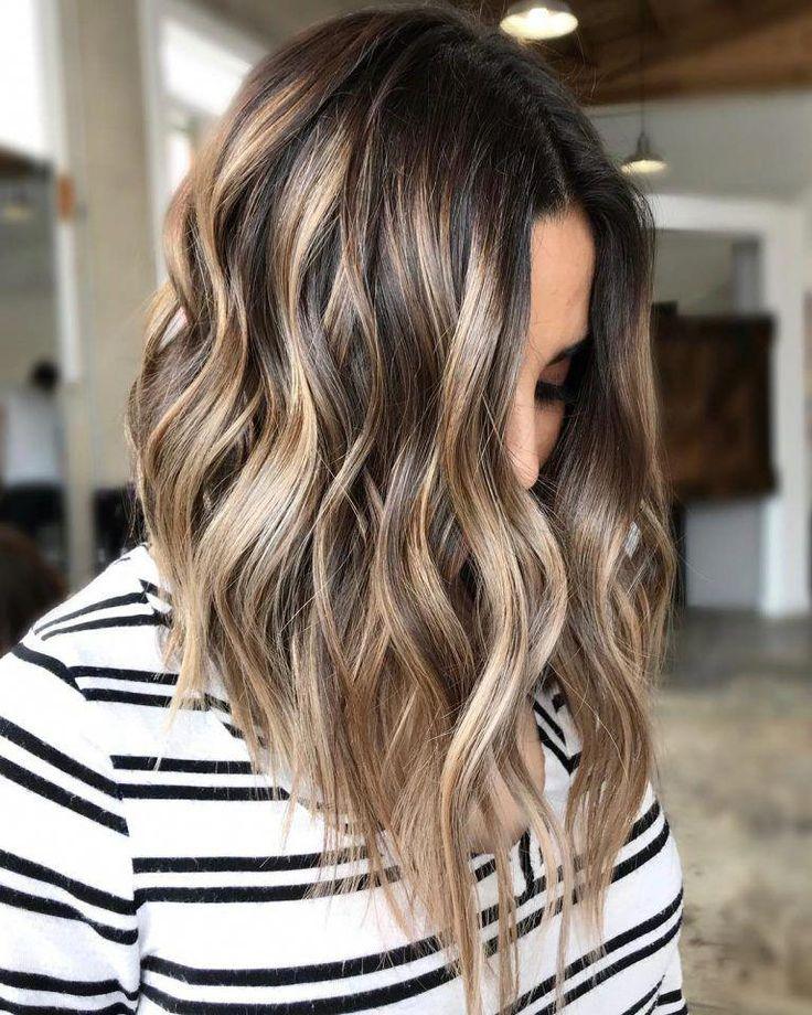 Flattering Shoulder Length Wavy Hairstyles for Women, Female Medium Haircuts #ShortWavyHairstyles