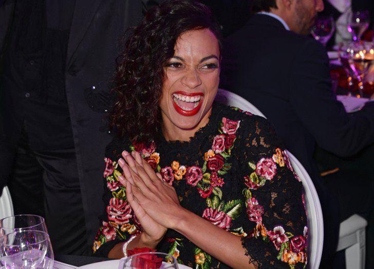 Pin for Later: Le glamour est au rendez-vous au festival de Cannes !  Rosario Dawson, morte de rire dimanche à la soirée The Expendables 3.