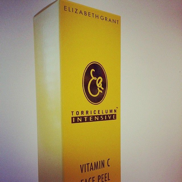 #PackagingBySomerset Face Peel box printed Offset UV on Invercote Creato + Gold Foil accent.