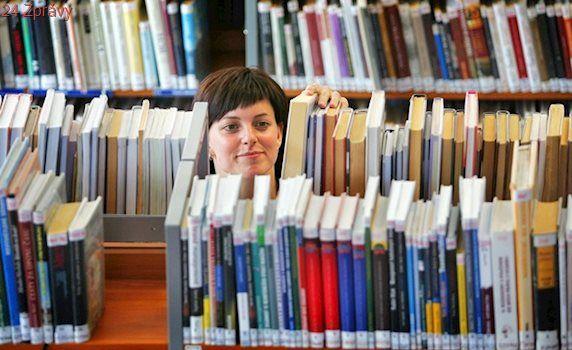Knihovníci chtěli zachránit nepůjčované tituly. Vymysleli si čtenáře