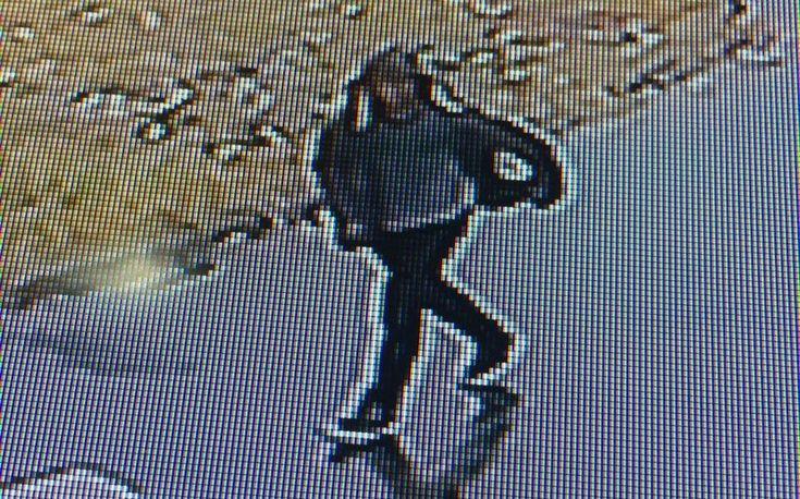Forças de Segurança de Itatinga esclarecem Roubo - Um adolescente foi identificado como autor de um roubo ocorrido no dia 21 de abril em Itatinga. O rapaz teria usado uma faca para roubar um celular e filmado por uma câmera de segurança, existente no local do crime.  De posse das características do suspeito, as policias civil e militar e a gurda - https://acontecebotucatu.com.br/policia/forcas-de-seguranca-de-itatinga-esclarecem-roubo/