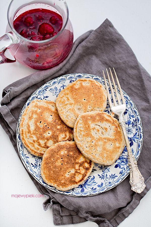 Owsiane pancakes z malinami w miodowym syropie
