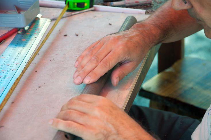 Lavorazione di un flauto in ceramica