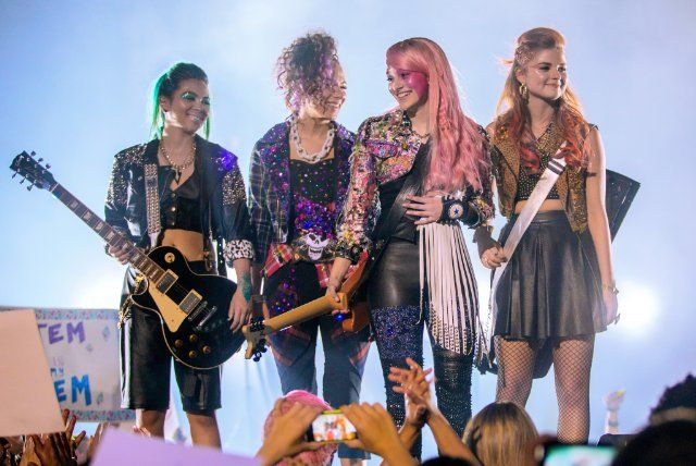 Still of Stefanie Scott, Aubrey Peeples, Hayley Kiyoko and Aurora Perrineau in Jem and the Holograms (2015):