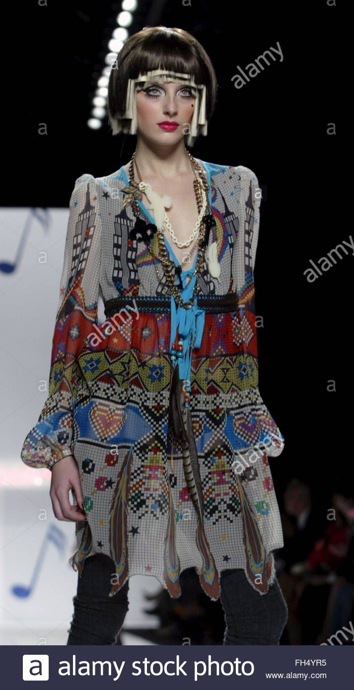 Download this stock image: A model walks down the runway during the Fall 2006 showing of Heatherette at Olympus Fashion week in New York, Tuesday 07 February 2006. EPA/JASON SZENES - FH4YR5 from Alamy's library of millions of high resolution stock photos, illustrations and vectors.