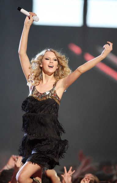Taylor Swift Photos - 2009 CMT Music Awards - Show - Zimbio