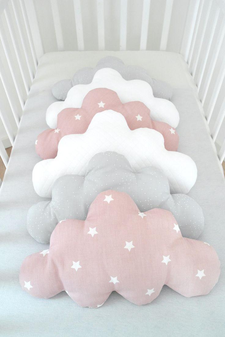 Tour de lit évolutif, coloris rose ancien, gris clair et blanc, pour des nuits paisibles