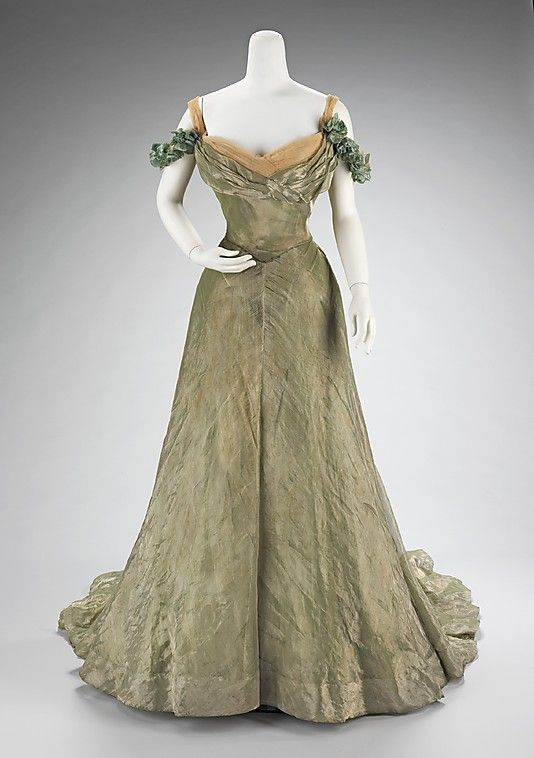 1898-1900 Jacques Doucet ball gown