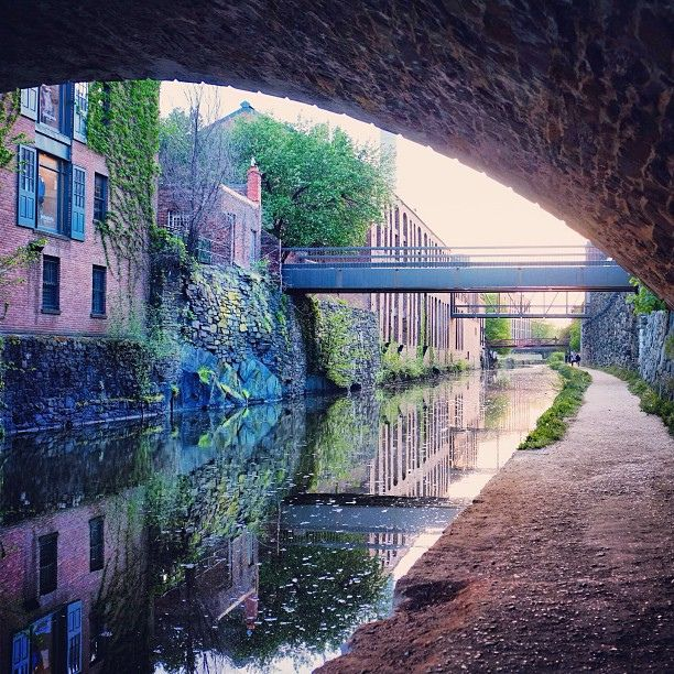 Georgetown Canal, Washington #DC (by streetamatic)