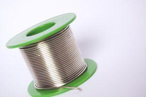 Inlay zilveren draad in sieraden en andere houten voorwerpen creëren van one-of-a-kind ontwerpen