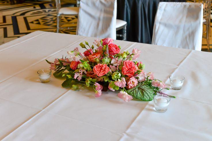 wedding, bridal table  pink roses wedding deko flowers table