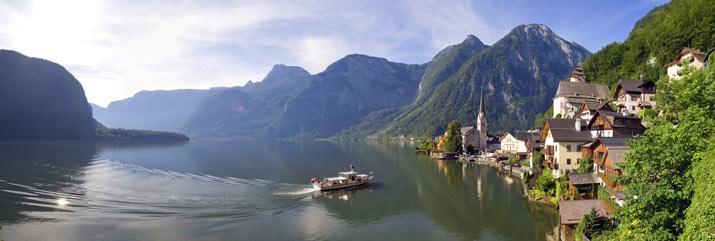 The beautiful Hallsatt Lake