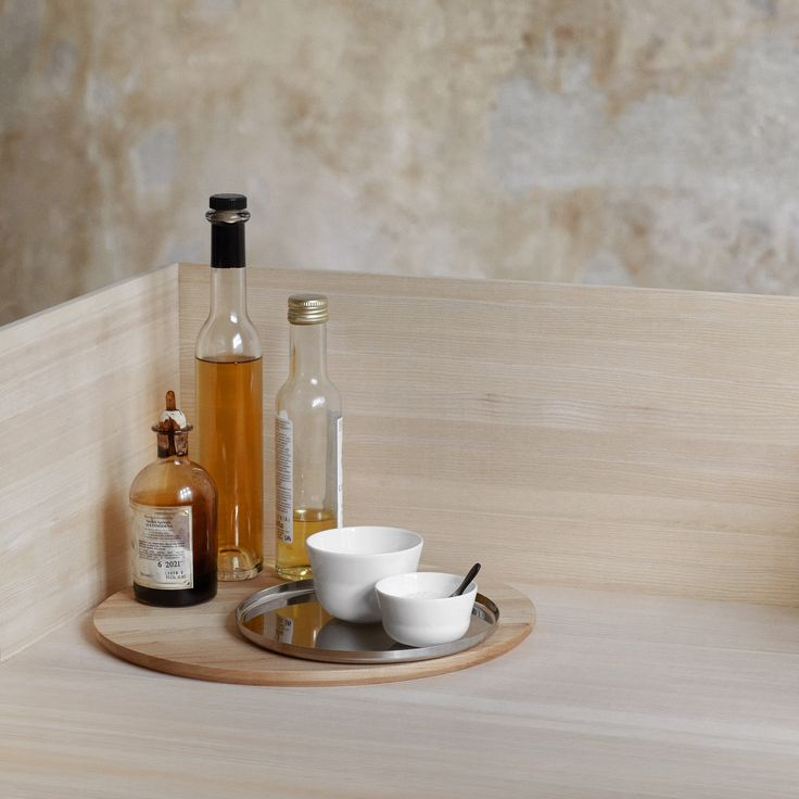 The wooden and steel elements have also been created in a simple, rigorous design, which simply highlights the exclusive, delicate expression of the tableware.