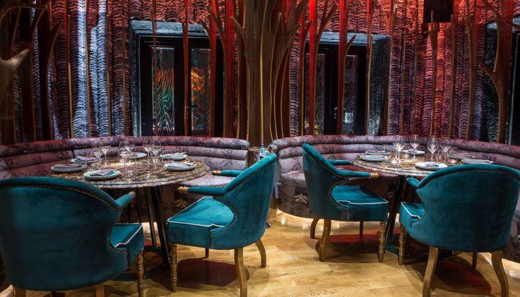 Άνοιξε μόλις πριν δυο εβδομάδες στο Κολωνάκι, από τον Γιάννη Μωράκη και τον Τάκη Διδασκάλου, το λένε Woowoo, είναι fancy, είναι παν-ασιατικό μπαρ- εστιατόριο και ήδη αρέσει πολύ.