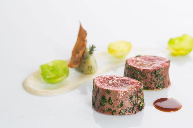 Мясо косули с топинамбуром и брюссельской капустой, Отель Elephant в Брессаноне Итальянская кухня рецепты Средиземноморская диета Средиземноморская кухня