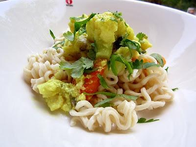 Kääpiölinnan köökissä: Cauliflower all the time - kukkakaalista currya