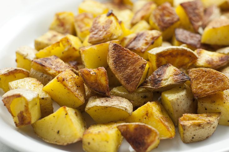 Looking for simple breakfast recipes that don't skimp on flavor? These roasted garlic potatoes are ready in 30 minutes and bring a delicious crunchy texture to your breakfast plate.