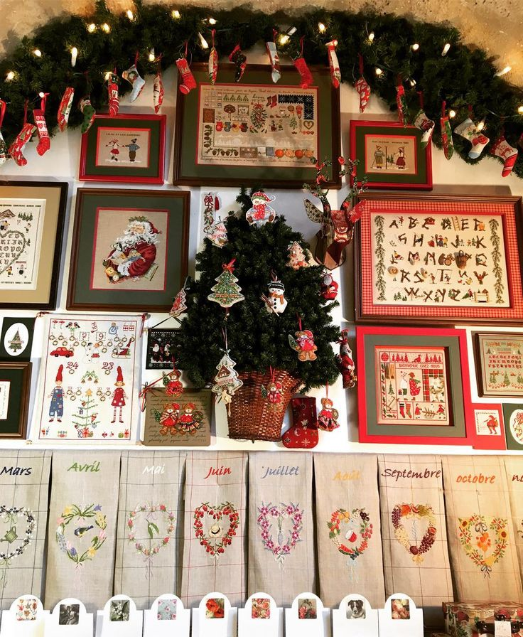 A la boutique du Viaduc des Arts nous nous préparons pour Noël! Et vous? Dans la vitrine: Collection de torchons à broder au point de croix, point compté - les 12 mois de l'année et notre sélection de kits sur le thème de Noël!