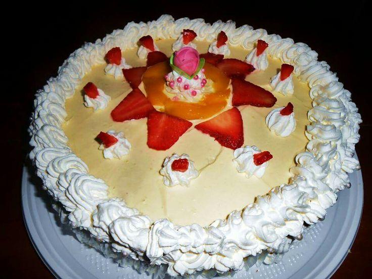 #Torta #cioccolato bianco # fragole # crema pasticcera Decorazione tradizionale