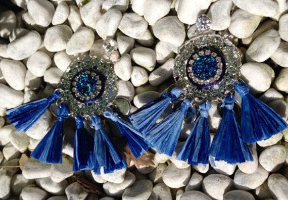 Orecchini filigrana con cristalli e nappe di Angelinaconceptstore