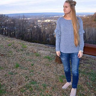 Enjoying the views from missionary ridge! #style #tennessee #mystyle #fashion #tn #missionaryridge #history #mountains #fashion #ruffle sleeve #jeans #marcfisher #sneakers #christmas #family #jeans #target #hair #longhair #dontcare #topknot #bun #earrings #fossil #watch