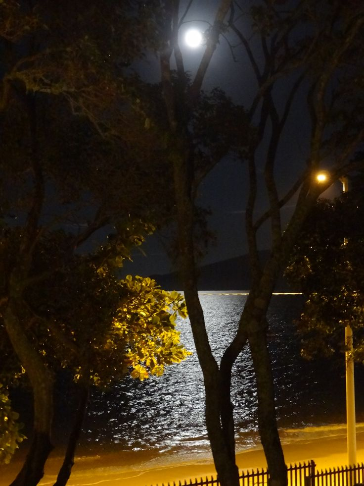 Luar na Praia de Canto Grande - Bombinhas - SC