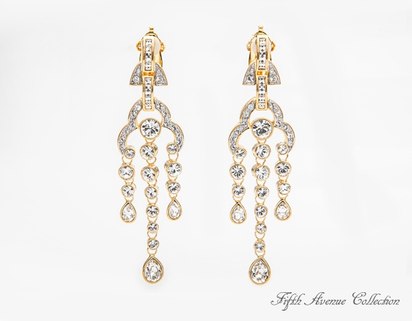 Elegant Glow earrings - Swarovski's clear crystals add the touch of sparkle these drop earrings need. #EleganGlow #earrings # FifthAvenueCollection #fashion #jewellery #fashionjewellery