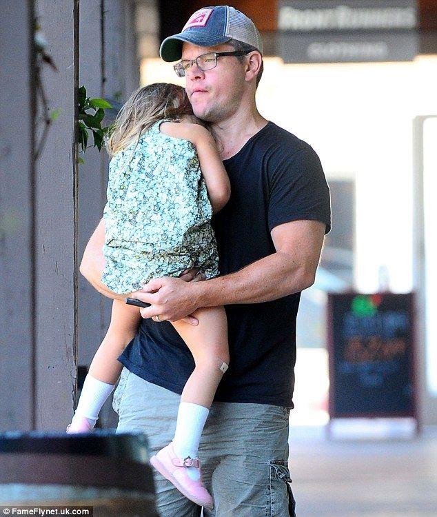 Matt Damon carries daughter Gia after family breakfast ...