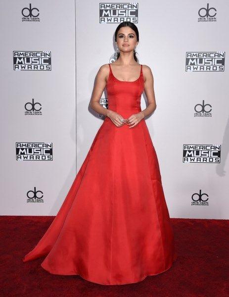 Tien mooie looks op de rode loper van de American Music Awar... - Het Nieuwsblad: http://www.nieuwsblad.be/cnt/dmf20161121_02582978  mooi, maar wel eenvoudig
